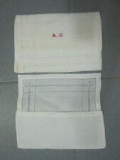 4 porte-serviettes blancs assortis, 1 monogrammé, pochettes, rabats à jours