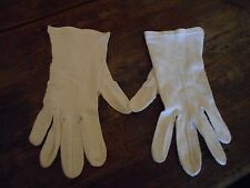 Ladies Vintage White Gloves With Squiggly Line Sewn Down The Front