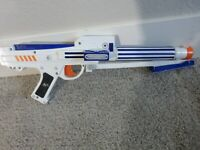 Nerf Star Wars Clone Trooper Dart Blaster 2006 (TESTED AND WORKING!)