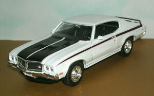 1/25 Scale 1970 Buick GSX 455 Diecast Model Muscle Car - Welly 22433 White