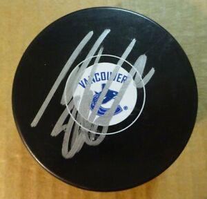 Autographed THOMAS VANEK Signed Vancouver Canucks Hockey Puck
