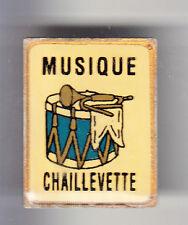 RARE PINS PIN'S .. MUSIQUE FANFARE ORCHESTRE TAMBOUR CLAIRON CHAILLEVETTE 17~BK