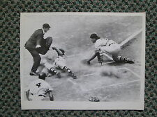 VINTAGE WIRE PHOTO 6/7/59 JIM BUDDIN SCORES FOR THE BOSTON RED SOX