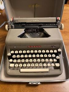 ROYAL QUIET DELUXE TYPEWRITER With CASE,  WORKS