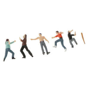 1:64 Scale Hand Painted Model Train Figure Fighting Scenes Accessory A