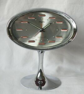 VINTAGE RHYTHM  PEDESTAL ALARM CLOCK. NO 51141. 2 JEWELS. RETRO 1970'S. JAPAN.