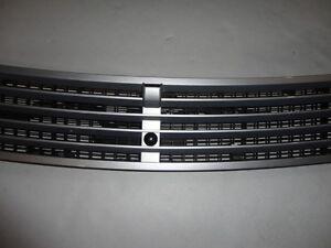 2003 MERCEDES BENZ W220 S500 S430 HOOD GRILLE SLIVER W/ WASHER NOZZEL & SENSOR