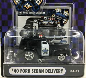 Muscle Machines Police Series * 1940 Ford Sedan Delivery * New On Card* 1:64