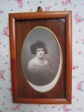 Petit CADRE Porte Photo Bois 1920 Femme très frisée Vue Ovale 18cm x 10cm