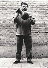 Cartolina D'ARTE-ai Weiwei: droppinga Han Dynasty urn