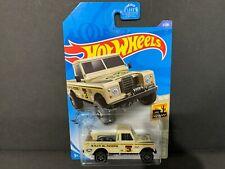 Hot Wheels Land Rover Series III Pickup Sand 3/250 1/64