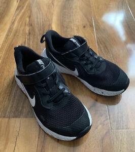 Boys Black Nike Revolution 5 Trainers Size Uk 13