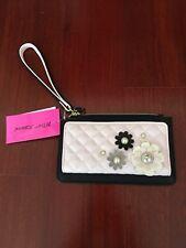 ❤️NWT❤️BETSEY JOHNSON❤️Wallet Wristlet Black Blush 3D Flower Pearls  BG0065P