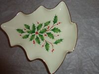 LENOX HOLLY BERRY CHRISTMAS TREE GOLD TRIM CANDY DISH 7 1/2""