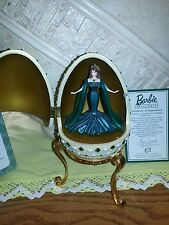 VINTAGE 2000 AVON BARBIE EMPRESS OF EMERALDS RESIN MUSICAL EGG WITH STAND