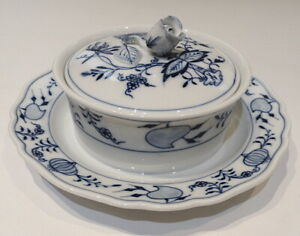Rare Meissen Porcelain Blue Onion Pattern Round Cover Bowl Perfect