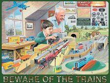 modèle trains. Beware of the trains. homme et garçon. MOYEN enseigne en métal