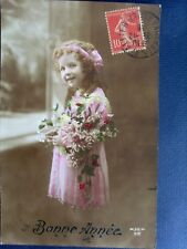 fantaisie , bonne année ,la jeune fille à la robe rose et au bouquet de fleurs