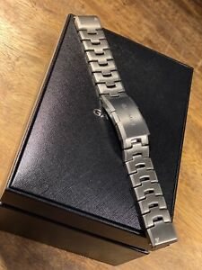 NEW Garmin QuickFit 26 Watch Band Vented Titanium Bracelet (retails for 199EUR)