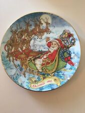 Avon 8� Christmas Plate. Trimmed In 22K Gold. 1993