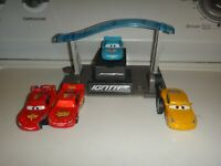 DISNEY PIXAR CARS LOT DINOCO 95, LIGHTING MCQUEEN 95, CRUZ RAMIREZ & STAND