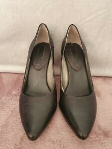 Ladies Shoes - Banana Republic Size 6