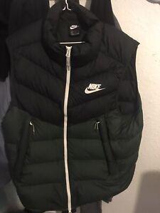Mens Nike body warmer Lovely Item Size XL