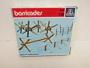 Italeri 1/35 Barricades Model Kit (401) - WAR L76