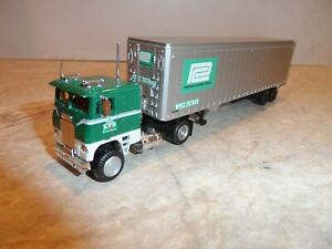HO SCALE FREIGHTLINER COE S/A LTS TRUCKING WITH PENN CENTRAL TRAILER
