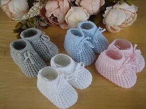 Verschiedene Baby Boy Girl Unisex Satin Knit Booties Weiß Rosa Blau Creme Größe NB-3m