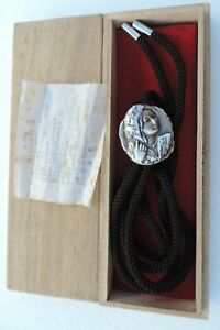 RARE VINTAGE JAPANESE SIGNED SILVER PLATED FIGURAL BOLO TIE BY KO-OMORI BOXED