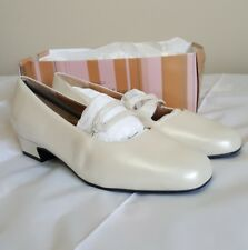 Trotters Doreen Shoes Size 10 WW White Pear Leather Padded Insole Wedding Shoe