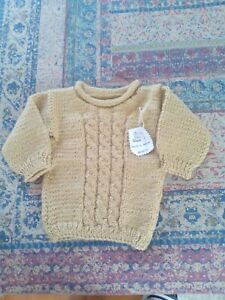 Jersey bebé. Hecho a mano realizado en lana. Color beig ochos.. Talla 6-12 meses