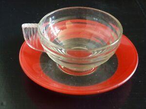 tasse à café style art déco avec sous tasse transparente Duralex France 1956