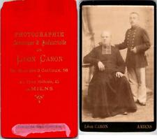 Léon Caron, Amiens, Un prêtre en soutane et un jeune homme étudiant Vintage CDV