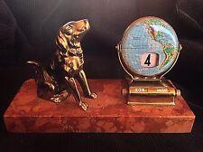 Calendrier Perpétuel à lamelles 1960 vintage  «chien»en régule Socle en Marbre