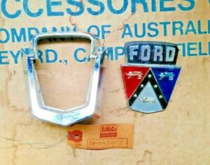 NOS GENUINE FORD BOOT ORNAMENT / HANDLE & INSERT 1952 FORD CUSTOMLINE