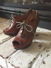 Frye Chelsea Studded Oxford open toes Size 7
