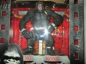 "McFarlane Toys Movie Maniacs 3 10"" King Kong Box Set w/ model + bridge stand"