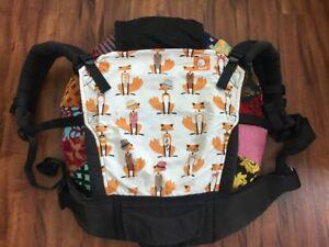 Rare Foxy Tula w/ reversible suck pads, hood and extra reversible cutsie hood