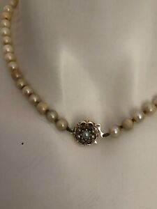 Lovely Vintage Cultured Pearl Necklace with 9ct Yellow Gold Clasp