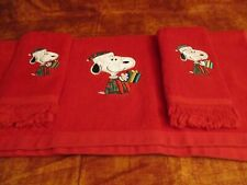 Embroidered SNOOPY Christmas Kitchen Bathroom RED BATH AND 2 FINGERTIP TOWELS