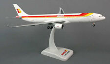 Iberia Airbus A330-300 1:200 Hogan Wings Modell 5668 NEU mit Fahrwerk Costa Rica