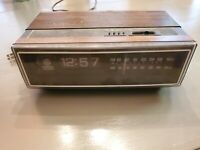 Vtg GE Flip Number Clock Radio 7-4305 General Electric powered FOR PARTS OR FIX