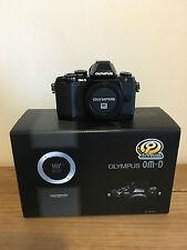 Olympus, OM-D E-M10, Micro Quattro Terzi telecamera, solo corpo