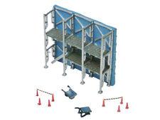 Tomytec 228677 - Baustellen Zubehör: Fassadengerüst Schubkarren & Absperrungen