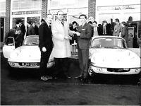 JIM CLARK COLIN CHAPMAN ROB WALKER LOTUS ELAN OPUS 7 PHOTOGRAPHS 1966 RJH 120D