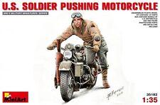 MINIART 1:35 SOLDATO STATUNITENSE CHE SPINGE LA MOTO U.S. SOLDIER WWII ART 35182