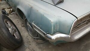 1968 FORD THUNDERBIRD RIGHT FRONT FENDER OEM 4 door with moldings