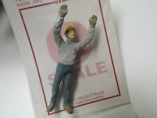 1381 Arttista / Artista O Scale Figure People Painted worker with hands up